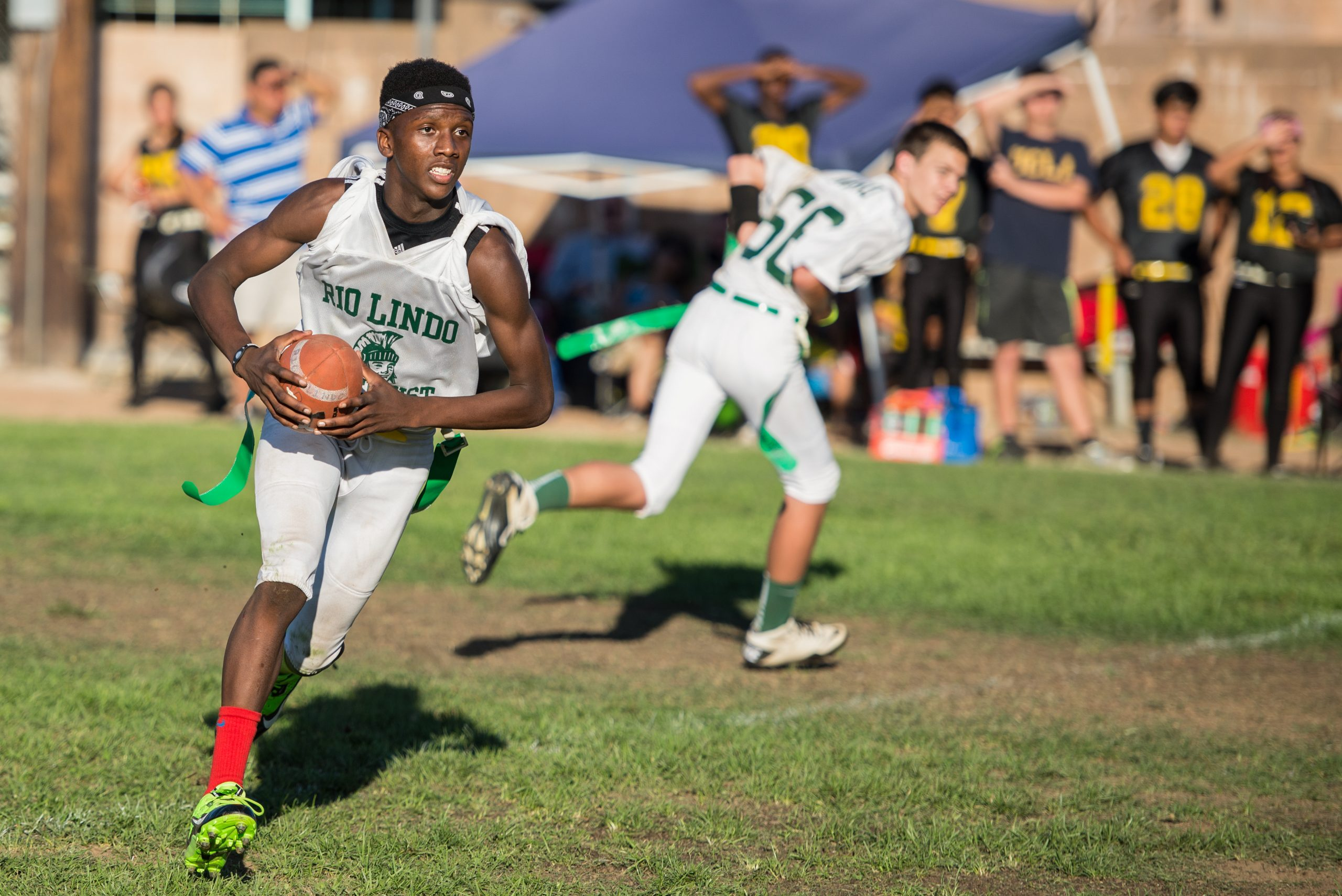 quarterback runs the football